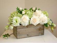 """Résultat de recherche d'images pour """"composition florale  caisse bois"""""""