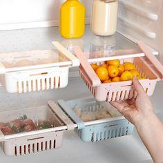 🐼 Rack de rangement pour réfrigérateur 🛠 ✔ Aménager et optimiser l'espace ✔ Facile à installer et ne nécessitant aucun outil. ✔ S'adapte à la plupart des étagères à l'aide de rails et de crochets réglables.