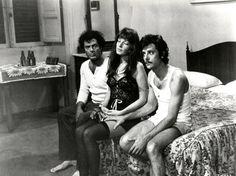 """Marcello Mastroianni, Monica Vitti e Giancarlo Giannini in """"Il dramma della gelosia"""" (1970, Ettore Scola)"""