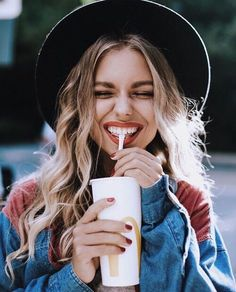 45 Cute Selfie Poses for Girls to Look Super Awesome - Office Salt Photography Women, Portrait Photography, Fashion Photography, Photography Ideas, Photography Lighting, Photography Awards, City Photography, Artistic Photography, Photography Tutorials