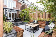 Från tråkig och kaklad trädgård till höftträdgård i NYC-atmo Back Garden Design, Modern Garden Design, Backyard Garden Design, Backyard Patio, Outside Living, Outdoor Living, Outdoor Decor, Small Backyard Gardens, Outdoor Gardens
