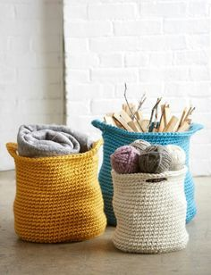 Cache Baskets in Bernat Mega Bulky. From knitting & crochet yarn and patterns to embroidery & cross stitch supplies! Shop all the craft materials you need to start your next project. Crochet Gratis, Crochet Diy, All Free Crochet, Crochet Home Decor, Beginner Crochet, Crochet Bags, Crochet Ideas, Crochet Flowers, Crochet Decoration