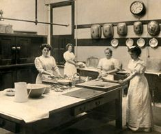 The photograph above is a rare unposed shot of maids at work in the kitchens of Brodsworth Hall, Servants' daily routine was considered hardly worth photographing, as a rule (English Heritage/Jeanne Brewin) Victorian Maid, Victorian Kitchen, Victorian Homes, Victorian Life, Victorian Interiors, Old Kitchen, Vintage Kitchen, Vintage Photographs, Vintage Photos
