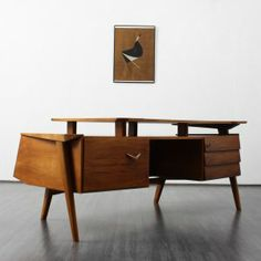 desks Extraordinary desk, walnut, draft from 1957 (no. 5424) Karlsruhe Velvet-Point
