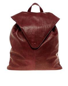 Rucksack aus Leder mit spitzem Umschlag