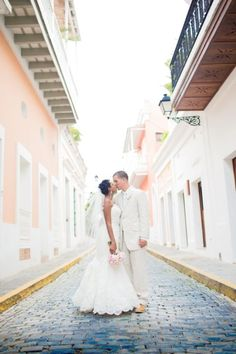 39b604129c3 A romantic and vintage-inspired wedding took place in Puerto Rico