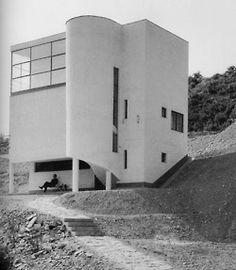 "icancauseaconstellation: ""Joseph Fischer, - Szépvölgyi út 88 / b"" - Bauhaus - Houses Architecture, Contemporary Architecture, Interior Architecture, Amazing Architecture, Modernisme, Streamline Moderne, Villa Design, Brutalist, Beautiful Buildings"