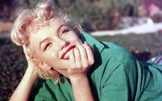 Makeup artist quotes marilyn monroe ideas for 2019 Marilyn Monroe Tod, Marilyn Monroe Makeup, Marilyn Monroe Poster, Hollywood Stars, Golden Age Of Hollywood, Vivien Leigh, Maquillaje Marilyn Monroe, Angelina Jolie, Beauty Secrets