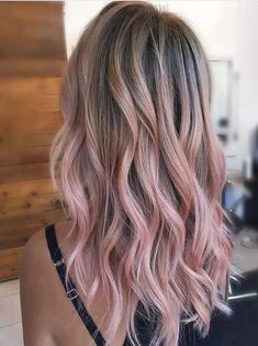 famous and prefect women long colorful hair Hair Color Pink, Pastel Pink Ombre Hair, Light Pink Hair, Cool Hair Color, Hair Colours, Blonde Hair With Pink Highlights, Rose Gold Highlights, Pink Blonde Hair, Color Highlights