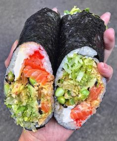 That is some tasty lookin' sushi Tag your best sushi mad buddy that you would just love to enjoy this with! Via: @sushiloveforever