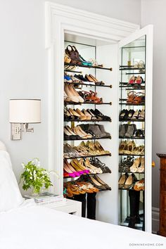 Brooks falotico closets closet walk in closet for Zapateras de madera