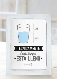 Técnicamente, el vaso siempre está lleno. [Cuadros con frases]