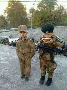 Ye hota h pyar apni army se Pak Army Soldiers, Soldier Love, Military Relationships, Pakistan Armed Forces, Pakistan Zindabad, Relationship Pictures, Army Love, Indian Army, Black Wallpaper