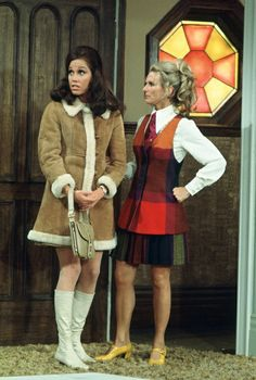 Mary and Phyllis. Love the outfits.