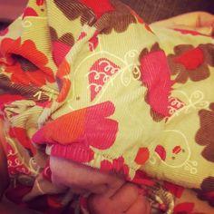 Voll schön. Das Oberteil aus weichem Cord hab ich 2nd Hand gekauft. Voll schön so herbstliche Farben. #mamablog #papablog #familienblog #eltern