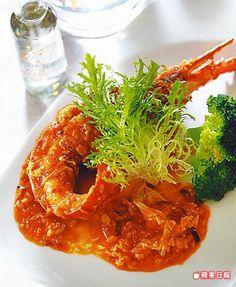 黃袍加身醉龍顏1980元套餐菜色 波士頓龍蝦淋上以酒釀、高粱酒、番茄炒製的醬汁,鹹酸帶甜。