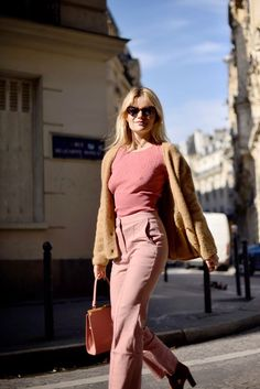 𝚙𝚒𝚗𝚝𝚎𝚛𝚎𝚜𝚝: ❁ 𝚊𝚋𝚛𝚒𝚐𝚊𝚒𝚕𝚙𝚒𝚗𝚜 ❁ classic style from Paris Fashion Week, aspects of trends Fashion Week, Girl Fashion, Fashion Outfits, Fashion Design, Style Fashion, Pink Outfits, Ootd Fashion, Parisienne Chic, Beige Outfit
