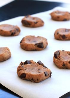 """I want to try this with white beans instead of chickpeas. they look yummy! Dark Chocolate """"Raw"""" Pecan Love Bites//The Spicy RD"""