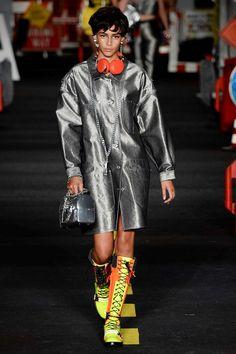 Moschino Spring 2016 Ready-to-Wear Fashion Show