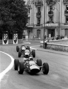 Lorenzo Bandini (Ferrari), Graham Hill (BRM), John Surtees (Ferrari).   Monaco Grand Prix, 1965.
