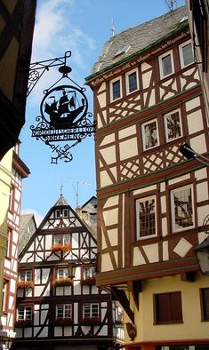 Bernkastel-Kues...love the architecture. I love this town. Walking through this town is like walking through a fairy tale.