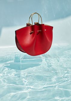 Best Women's Handbags & Bags : Luxury & Vintage Madrid, offers you the best selection of contemporary and classic shoes and accessories in the world. Fashion Bags, Fashion Handbags, Fashion Accessories, Sacs Design, Cute Handbags, Red Bags, Beautiful Bags, Luxury Handbags, Luggage Bags
