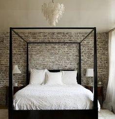 LOVE this brick wall behind canopy bed. Would add some sparkle somewhere above bed