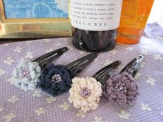 大人もできる花のヘアピン2 #65|アトリエ Crochet Doily Patterns, Crochet Doilies, Crochet Flowers, Crochet Hair Clips, Crochet Hair Styles, Crochet Accessories, Hair Accessories, Ribbon Hair, Diy Flowers