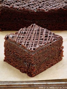 sticky gingerbread with plum jam & chocolate Polish Desserts, Polish Recipes, No Bake Desserts, Delicious Desserts, Chocolates, Sweet Recipes, Cake Recipes, Dessert Recipes, Custard Cake