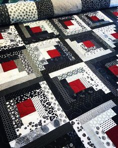 Having fun quilting this awesome modern log cabin . - Having fun quilting this awesome modern log cabin … – Log Cabin Quilt Pattern, Patchwork Quilt Patterns, Modern Quilt Patterns, Pattern Blocks, Quilting Patterns, Afghan Patterns, Quilting Tips, Beginner Quilting, Quilting Projects