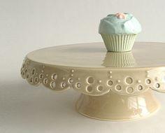 Cutest handmade cake and cupcake stands! Ceramic Plates, Ceramic Pottery, Ceramic Art, Dessert Aux Fruits, Pedestal Cake Stand, Wedding Cake Stands, Vintage Pottery, Cake Plates, Decoration