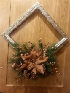 20 Beautiful Christmas Decorating Ideas on A Budget 17 - Joyeuxx Noel 2020 Picture Frame Wreath, Christmas Picture Frames, Picture Frame Crafts, Christmas Background, Christmas Pictures, Diy Christmas Decorations For Home, Christmas Centerpieces, Xmas Crafts, Christmas Diy