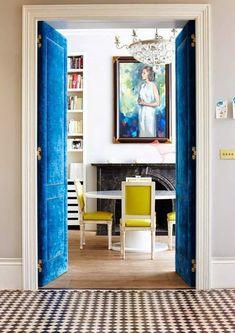 Puertas tapizadas o forradas · Upholstered doors Home Interior, Interior And Exterior, Interior Decorating, Interior Ideas, Decorating Ideas, Interior Modern, Bathroom Interior, Decoracion Vintage Chic, Elle Decor