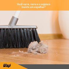 Sabe quando você varre o chão e a poeira insiste em se espalhar pela casa? Para isso não acontecer, uma solução é utilizar meias de seda velhas para envolver a vassoura, dessa forma a sujeira adere à meia e sua faxina se torna mais eficiente e rápida!  #dicasdelimpeza