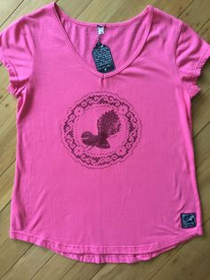 Ladies New Zealand Made Pink Fantail Tee by SonjaHandcraftedTees on Etsy Gift Wrapping Services, New Zealand, Screen Printing, My Design, How To Draw Hands, T Shirts For Women, Trending Outfits, Lady, Tees