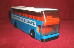 Lledo Pan Am Holidays bus