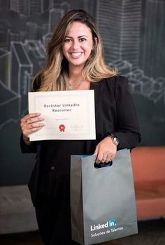 Patrícia Alves, Senior Talent Acquisition and Employer Branding recebeu a premiação Rockstar LinkedIn Recruiter