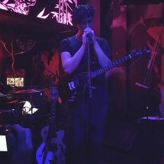 Das Konzert von Patrick Wolf zusammen mit Calpernia Addams in Essen im Hotel Shanghai ist zwar schon ein paar Tage her, das ändert aber nichts daran, dass es ganz wunderbar war und sehr große Lust auf das neue Album gemacht hat.  http://whitetapes.com/konzertberichte/patrick-wolf-calpernia-addams-hotel-shanghai-essen-14-april-2016