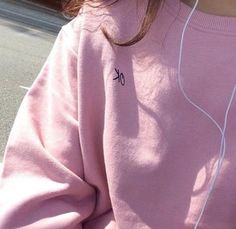 pink, grunge, and aesthetic image Pretty Pastel, Pastel Pink, Pastel Grunge, Baby Pink Aesthetic, Mode Punk, Indie, Pink Themes, Pink Swimsuit, Sweatshirt Outfit