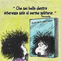 Speriamo almeno sia bello e ricco. Just Smile, Hilarious, Funny, Vignettes, Inspirational Quotes, Peanuts, Italian Language, Imagines, Emoticon