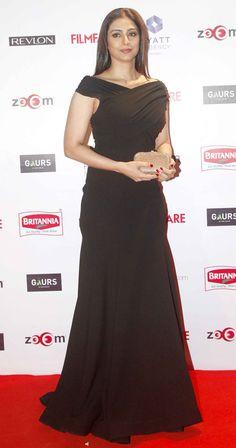 Tabu at Filmfare Awards pre-awards bash. Bollywood Girls, Indian Bollywood, Bollywood Celebrities, Bollywood Fashion, Bollywood Stars, Indian Actress Photos, Beautiful Indian Actress, Indian Actresses, Diva Fashion