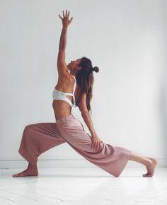 Poses Yoga Faciles, Esprit Yoga, Mode Yoga, Photo Yoga, Karma Yoga, Motivation Yoga, Yoga Posen, Yoga Pictures, Yoga Flow