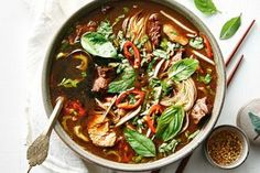 This soup a rich bowl of goodness was originally served by vendors in canoes as they paddled the canals of Bangkok hence the name 'boat noodles'. Healthy Soup Recipes, Appetizer Recipes, Cooking Recipes, Party Recipes, Healthy Dinners, Kitchen Recipes, Cooking Ideas, Beef Recipes, Dinner Recipes
