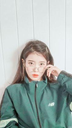 Look at her❤️❤️❤️❤️❤️❤️ Iu Fashion, Korean Fashion, Kpop Girl Groups, Kpop Girls, Korean Beauty, Asian Beauty, Korean Girl, Asian Girl, Korean Idols
