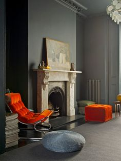 How to Create a Modern, Traditional Interior. You may well think it is impossible to create a look that is both modern and traditional. Interior Desing, Interior Design Inspiration, Interior And Exterior, Interior Decorating, Interior Paint, Luxury Interior, Dark Interiors, Colorful Interiors, Design Interiors