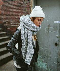 5e295f95c8d3a EN IMAGES   Comment être stylée en hiver quand il fait froid   – Taaora –  Blog Mode, Tendances, Looks. Écharpes En Grosse Maille ...