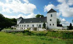 Gammel Vrå Slot, nu hotel, 16 km nord for Ålborg