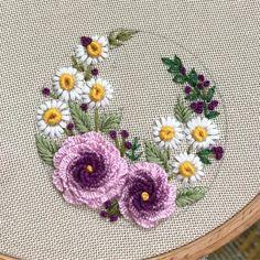 new brazilian embroidery patterns Brazilian Embroidery Stitches, Hand Embroidery Videos, Embroidery Flowers Pattern, Hand Embroidery Stitches, Silk Ribbon Embroidery, Crewel Embroidery, Hand Embroidery Designs, Embroidery Kits, Embroidery Needles