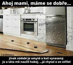Ahoj mami, mám se dobře. Jinak nádobí je umyté a koš vynesený, jo a táta mě naučil hokej – Zvrhlíci XXL – Bez cenzury Funny Memes, Jokes, Haha, Comedy, Funny Pictures, Fanny Pics, Husky Jokes, Ha Ha, Funny Pics