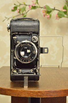 1935 ZEISS-IKON ICARETTE, German folding camera. #ZeissIkon